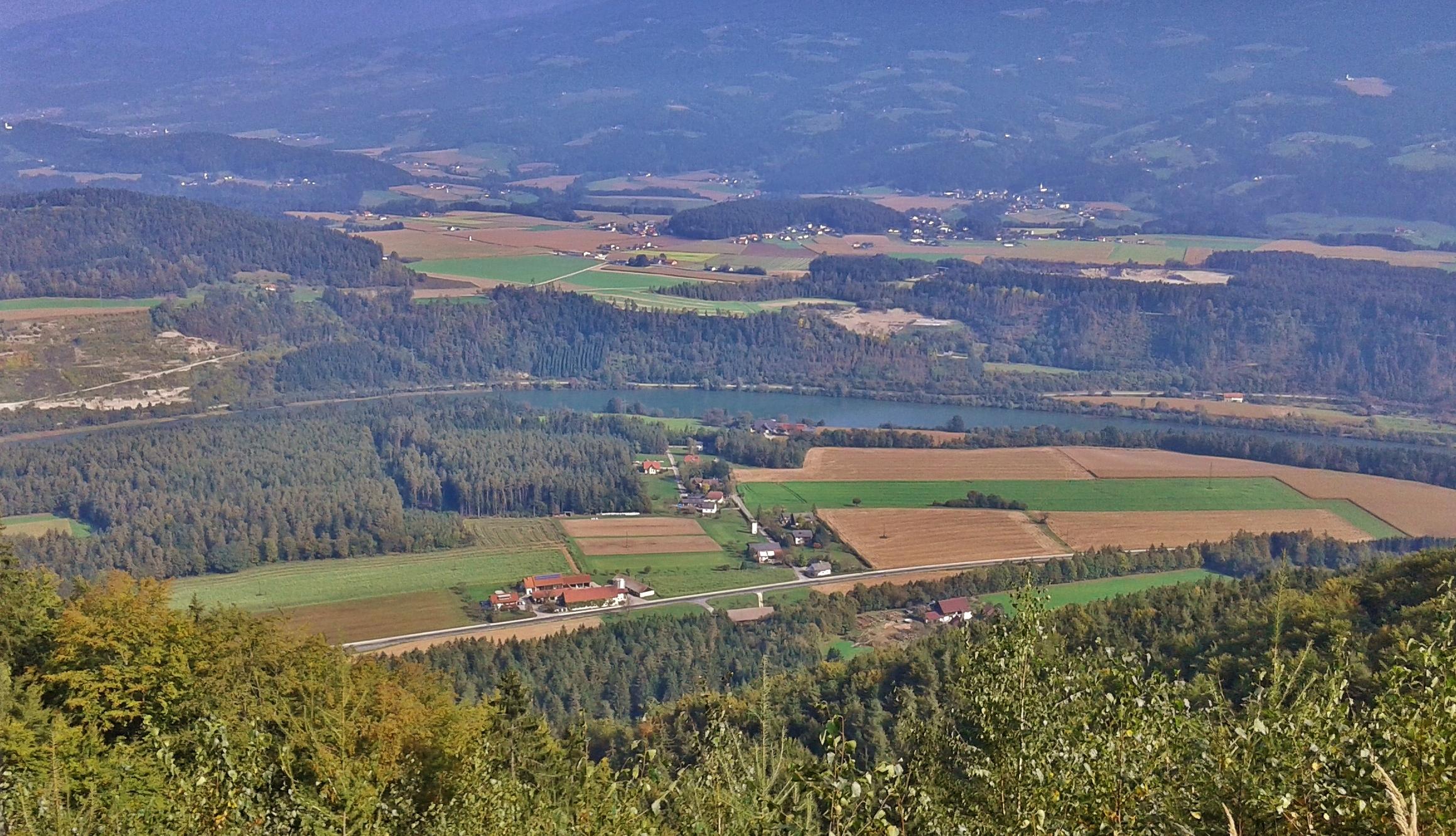 Blick auf Pudlach-Mitte und die Drau
