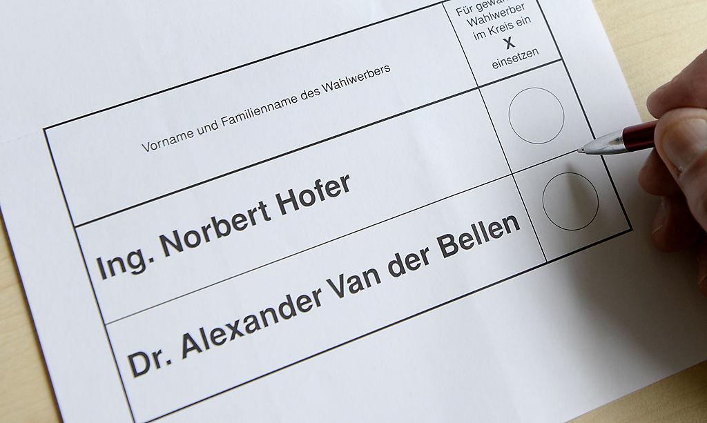 ABD0064_20160511 - WIEN - …STERREICH: Ein amtlicher Stimmzettel fŸr die Wahl des BundesprŠsidenten (22. Mai 2016), aufgenommen am Mittwoch, 11. Mai 2016, in Wien. - FOTO: APA/HANS KLAUS TECHT