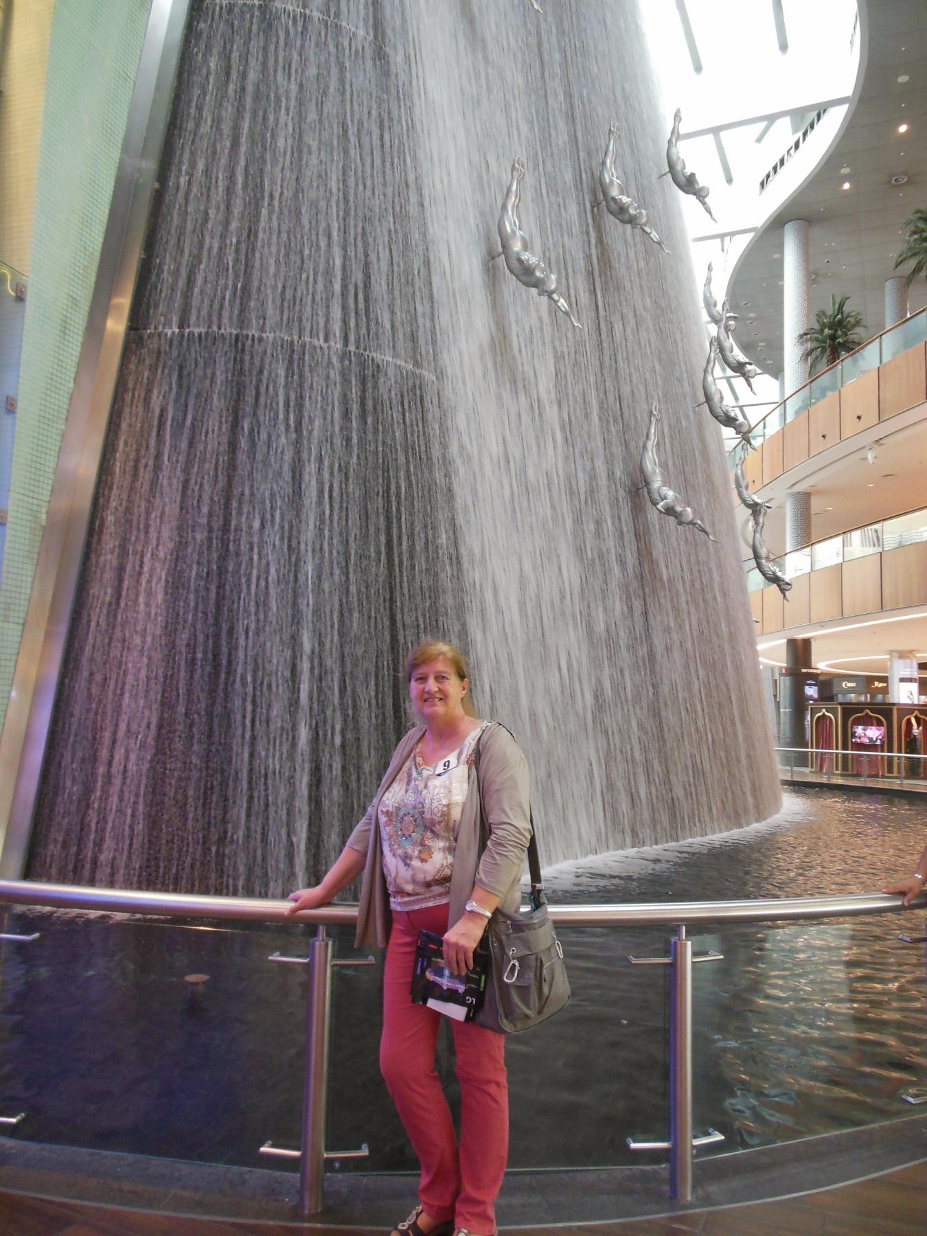 Wasserfall Dubai Mall (1350x1800)