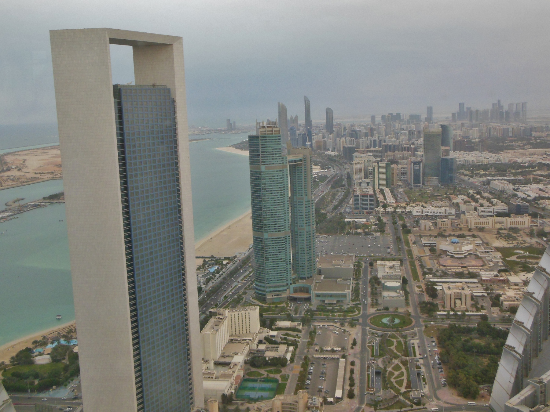 abu dhabi view from 74th floor of Ethihatet Tower (1800x1350) - Kopie