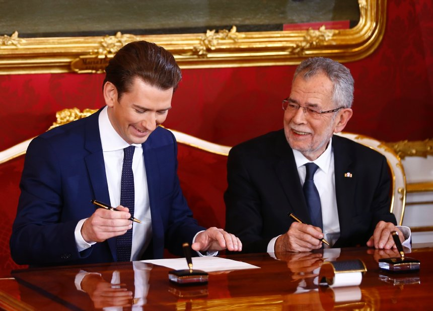 Austrian president Alexander van der Bellen and head of the People's Party Sebastian Kurz sign contracts during the swearing-in ceremony of the new government in Vienna, December 18, 2017 REUTERS/Leonhard Foeger